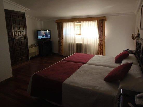 Hotel Conde Rodrigo II: HABITACION