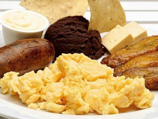 Hotel & Suites El Picacho : Nuestro Desayuno