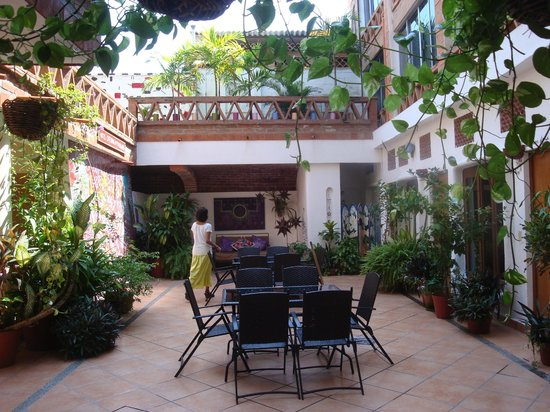 Catedral Vallarta Boutique Hotel: Interior open air courtyard