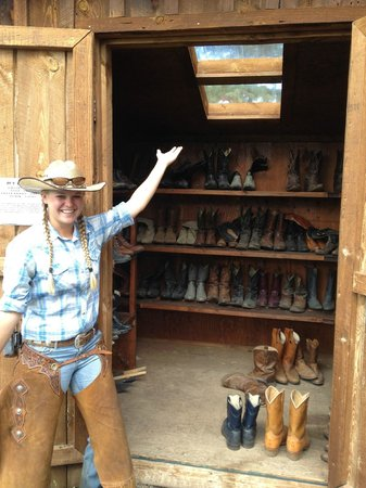 Smith Fork Ranch : Forgot your boots? No problem!