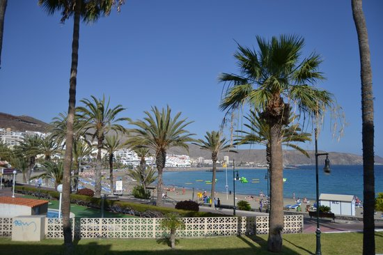 Friends Lounge Bar & Restaurant: The lovely vieuw over the los cristianos ( las vistas ) beach