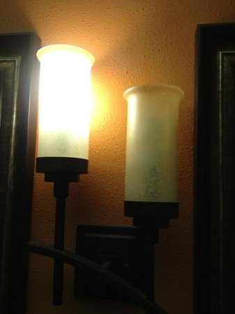 La Quinta Inn & Suites Silverthorne - Summit Co : Burned out and broken light fixtures were common place.