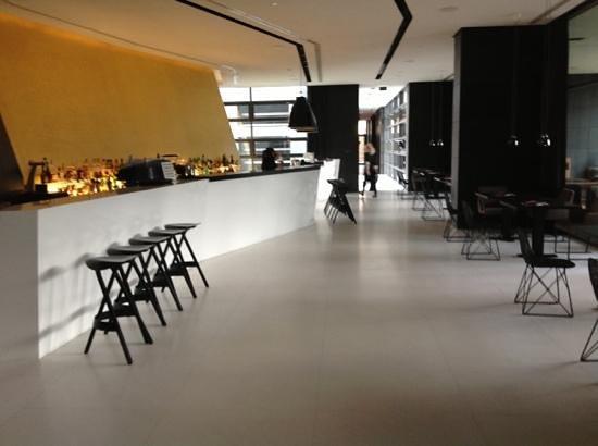 The Met Hotel: Bar