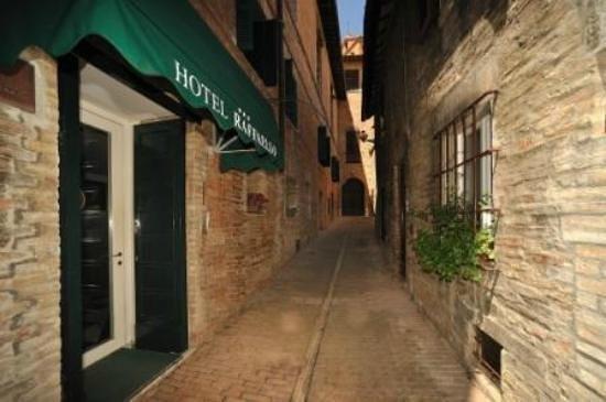 vicolo che costeggia il museo casa natale di Raffaello Sanzio