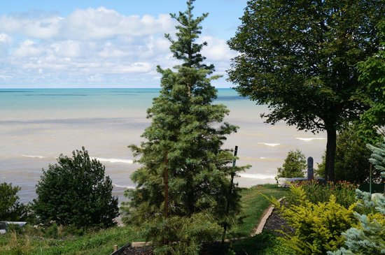 Brentwood on the Beach: view from garden