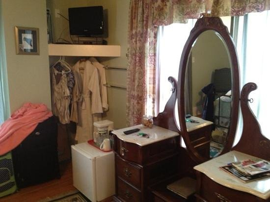 Boot Hill Bed & Breakfast: Beautiful furniture and robes to boot!