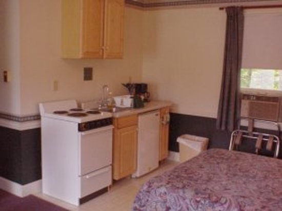 Highland Lake Resort: Fully-equipped kitchenettes available
