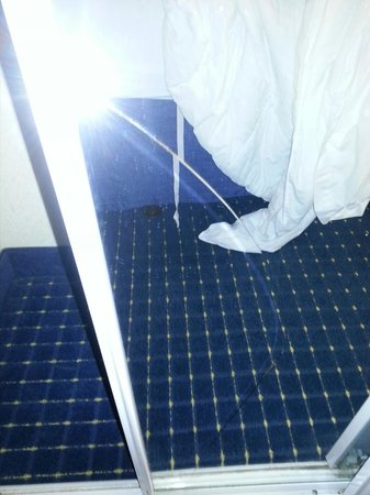 Residence Inn by Marriott Chesapeake Greenbrier : Feature - broken mirror Rm#1 (sliding door)