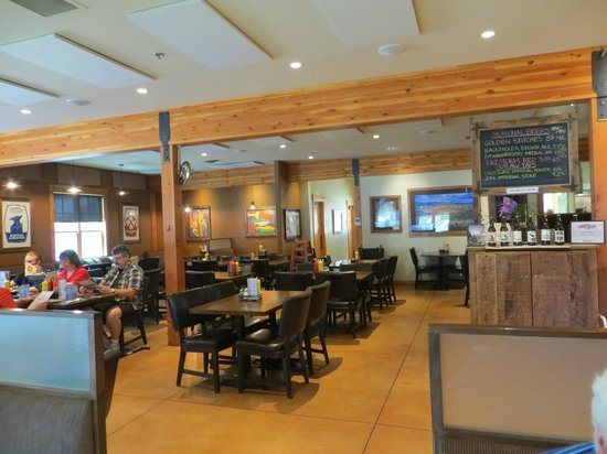 Three Creeks Brewing: Main dining area
