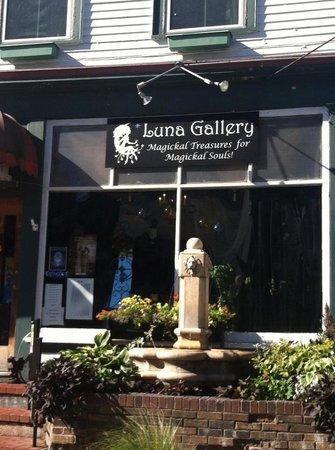 Luna Gallery