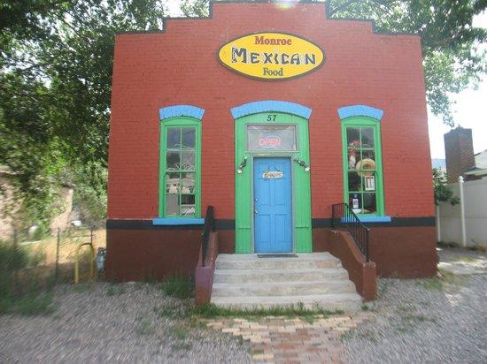 Monroe Mexican Food: Entrance