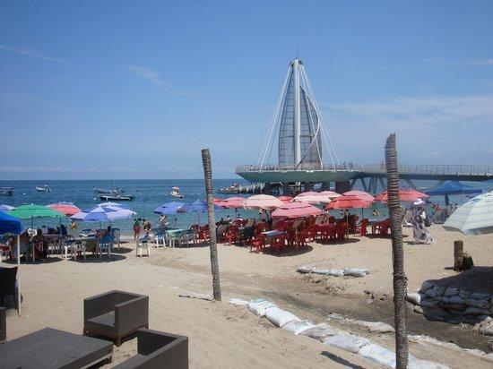 Playa de los Muertos: Los Muertos beach and pier
