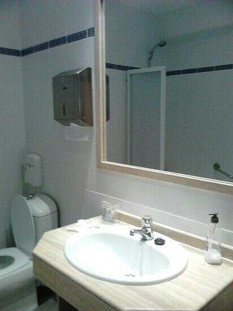 Far Home Hostel: cuarto de baňo