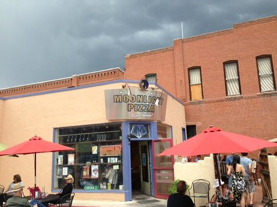 Moonlight Pizza & Brewpub: Great Place for Pizza and Beer