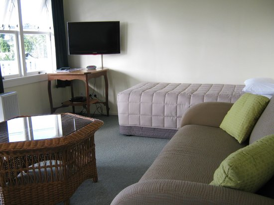 Midway Motel Waiheke Island: 2 Bedroom Unit lounge area