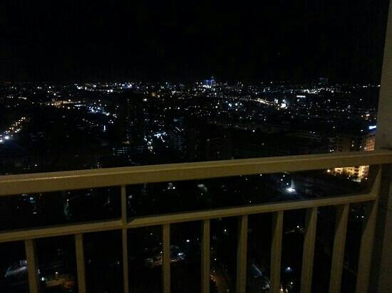 BEST WESTERN Mangga Dua Hotel and Residence: Night view from 31st floor. Awesome!