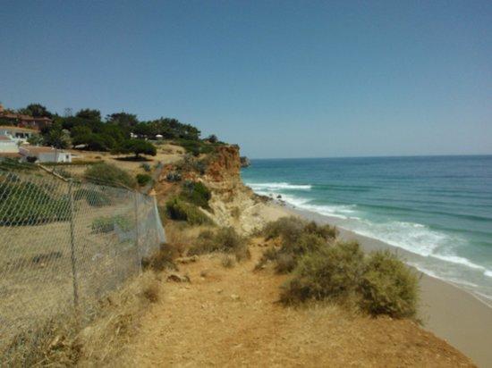 Boutique Hotel Vivenda Miranda: cliffpath to the beach at back of the hotel