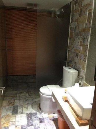 Baan Nueng Aree 5: bathroom if standard room