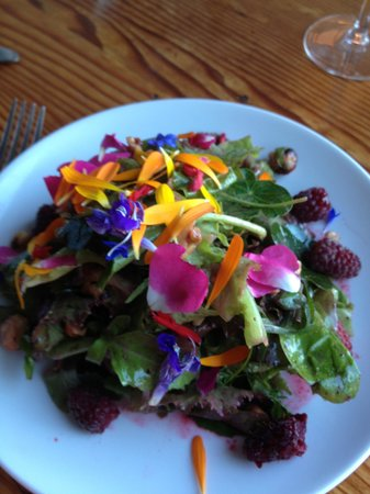 Sooke Harbour House Resort Hotel: beautiful and delicious