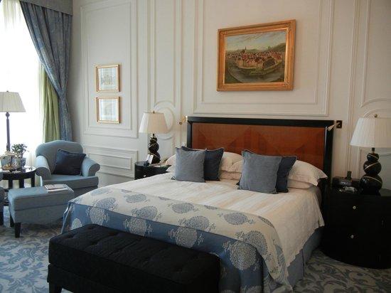 Four Seasons Hotel Prague: Renaissance Room