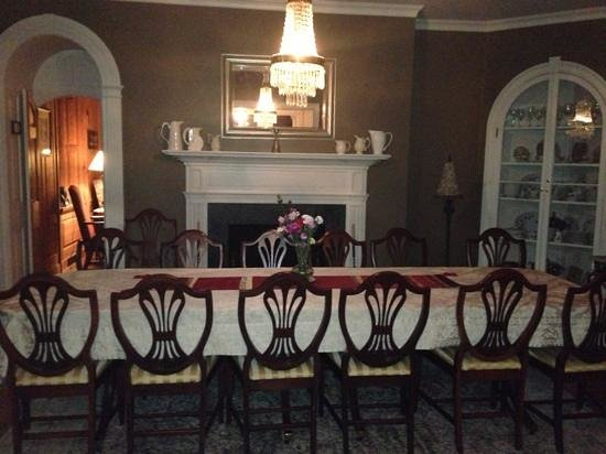 Old Waterstreet Inn : dining room