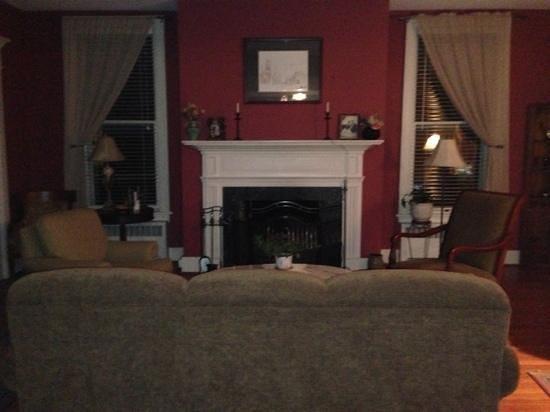 Old Waterstreet Inn: lounge room