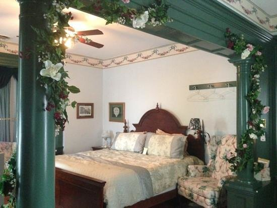 Alden House Bed and Breakfast: upstairs parlour suite