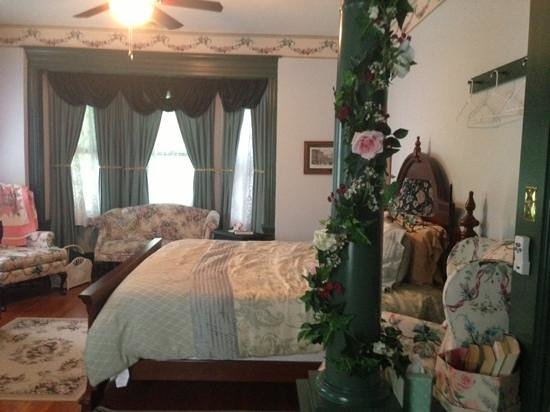 Alden House Bed & Breakfast: upstairs parlour suite