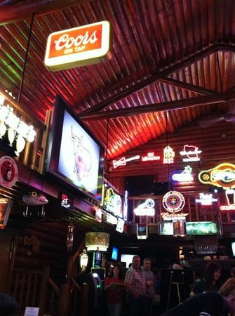 Lumpy's Bar & Grill: fun atmosphere