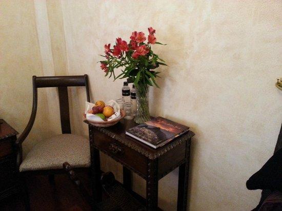 Andean Wings Boutique Hotel: frutas en la habitación