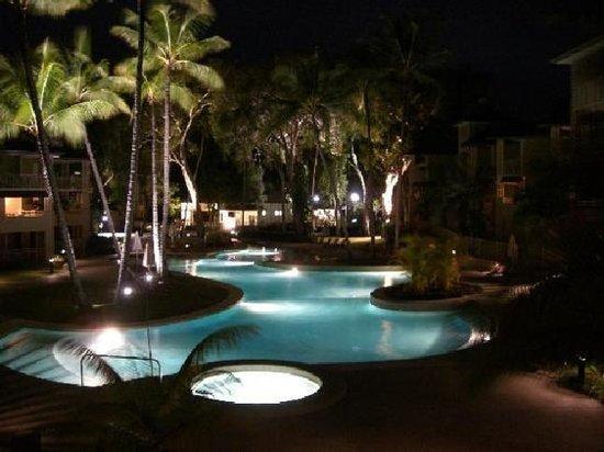 Mantra Amphora: Amazing pool, beautiful at night!