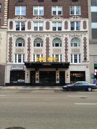 ACME Hotel Company Chicago: Hotel