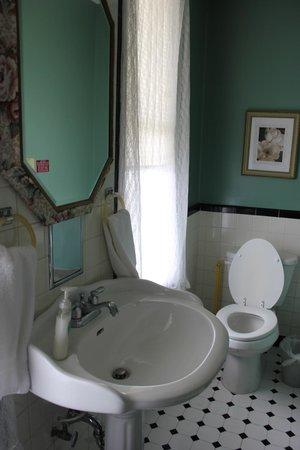Sweetwater Branch Inn : Aurora Room Bathroom