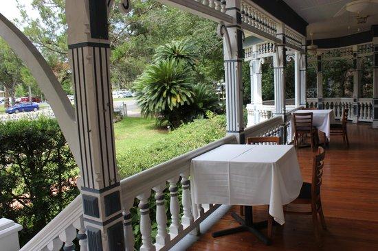 Sweetwater Branch Inn : Veranda of MacKenzie house
