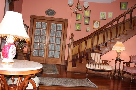 Sweetwater Branch Inn : Entry hall in MacKenzie house