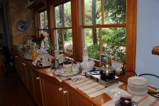 Sweetwater Branch Inn: Breakfast buffet
