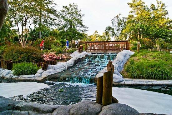 Frankie's Fun Park : Waterfall on Mini Golf