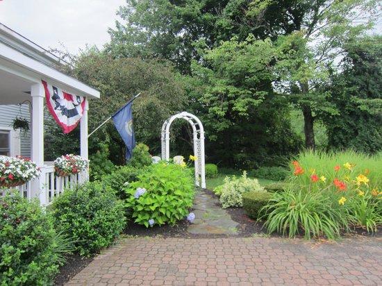 Comfort Inn: garden