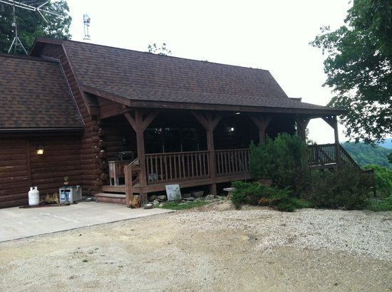 Hickory Ridge Bed, Breakfast & Bridle: The log home entrance