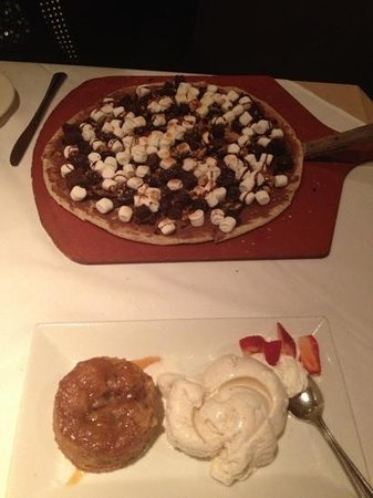 Cafe Formaggio Restaurant: Apple Crumb Caramel with Gelato & Smores Nutella Pizza!