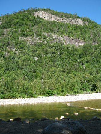 Crawford Notch General Store and Campground : The view from our campsite