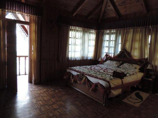 The Himalayan Village: Inside Super machaan - Honeymoon room bed