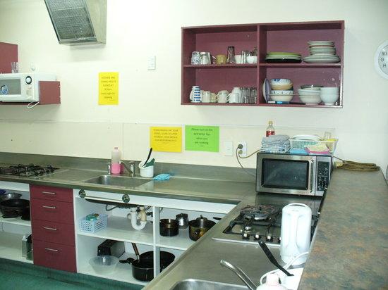 Rotorua Planet Backpackers: Big open kitchen