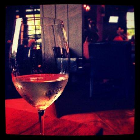 Village Taphouse: Vino blanco