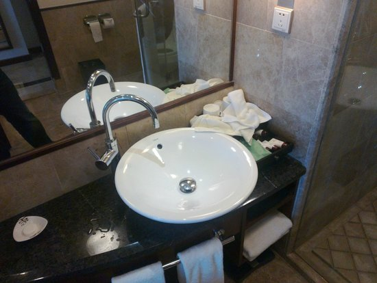 Kande International Hotel: Bathroom