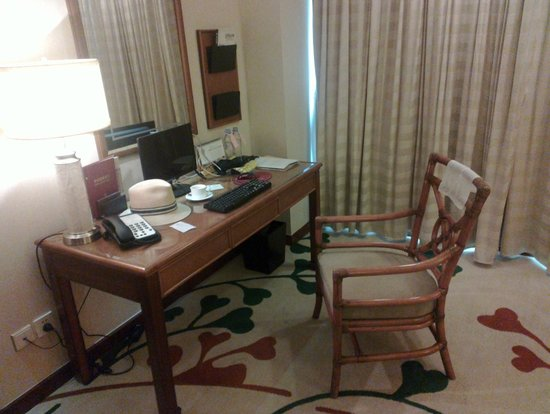 Kande International Hotel: Desk with computer
