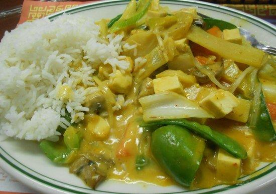 Chow's Kitchen: Thai Tofu Vegetable - nice, creamy curry
