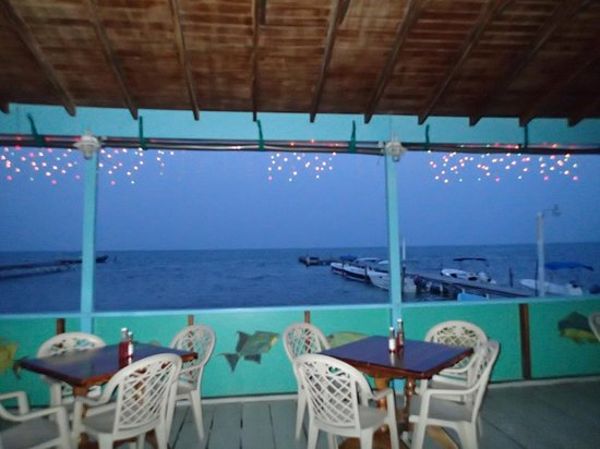 Rainbow Grill: Best dining view on the island!