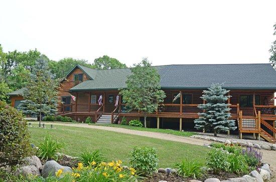 Spirit Cove Lodge B&B-Alexandria : Front of the Lodge