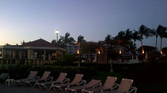 Samba Vallarta All Inclusive: sundown from above beach